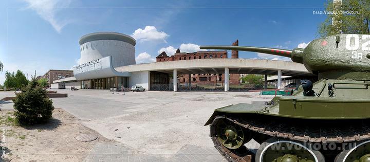 Танк Т-34 у входа в музей