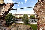Вид через пролом в стене мельницы