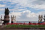 Тюльпаны у фонтана «Искусство»
