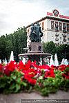 Цветы у фонтана «Искусство»