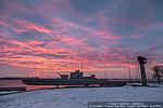 Алый восход над Волгоградом