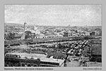 Общiй видъ на городъ и базарную площадь