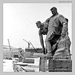 Скульптуры на площади Героев