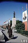Памятник Сталину и затрибунная часть площади
