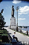 Памятник Сталину у входа в Волго-Донской канал
