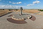 Памятник в центре воинского кладбища
