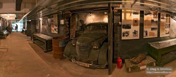 Центр коридора, у автомобиля Опель
