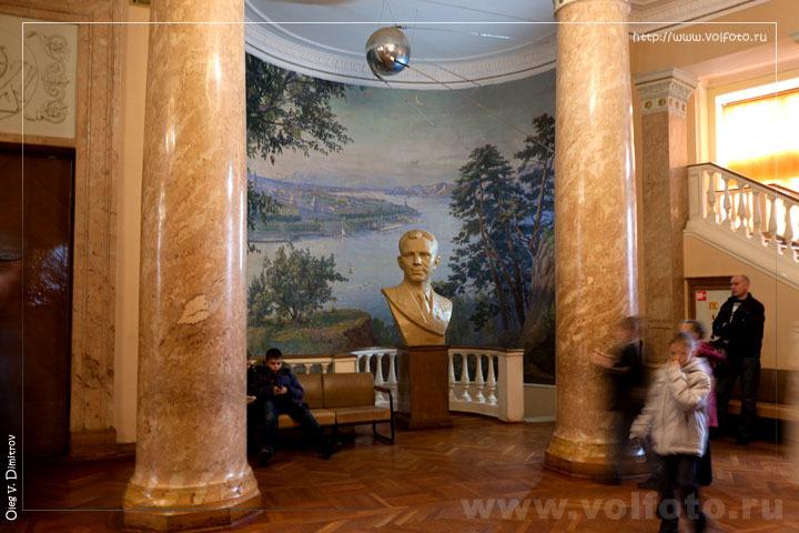 Бюст Юрия Гагарина фото