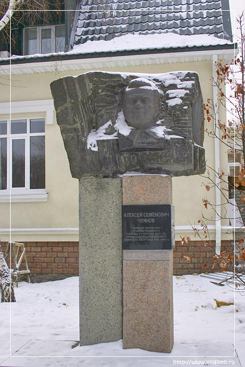 Памятник А.С. Чуянову фото