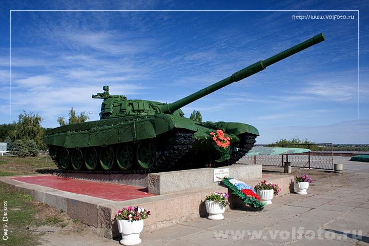 Памятник танкистам фото