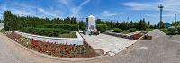 Братская могила у входа в парк - виртуальная панорама