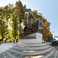 У памятника тракторостроителям - панорама