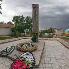 Братская могила в селе Карповка - панорама