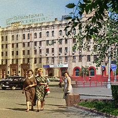 На площади Павших борцов - фото сквозь время