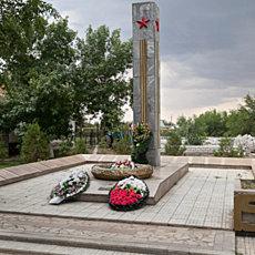 Братская могила в селе Карповка - фото