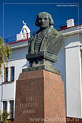 памятник Гоголю фото