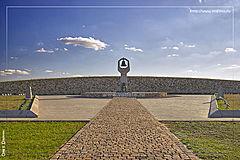 советский мемориал в Россошках фото