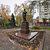 У памятника Ленину