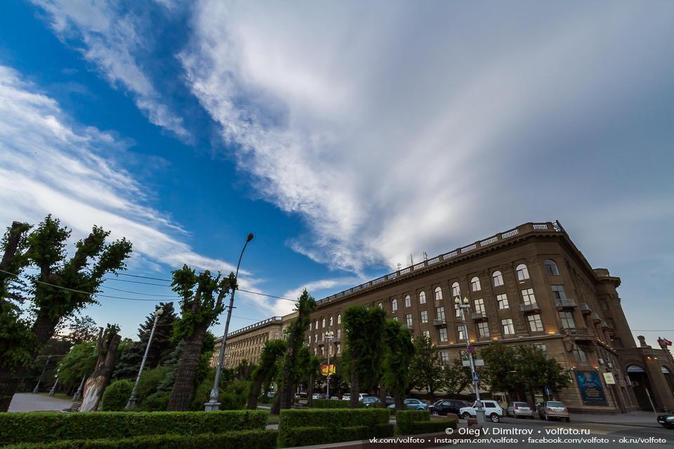 Вечернее небо над гостиницей «Волгоград» фото